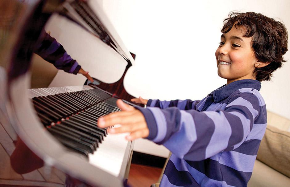 How do pianos make sound?
